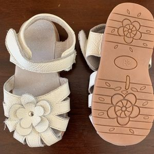 Toddler girl white leather sandals (size 10)